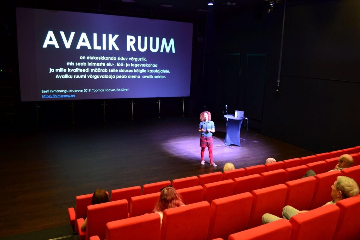 Näituse raames toimus Raplas Elo Kiiveti avalik loeng heast linnaruumist!